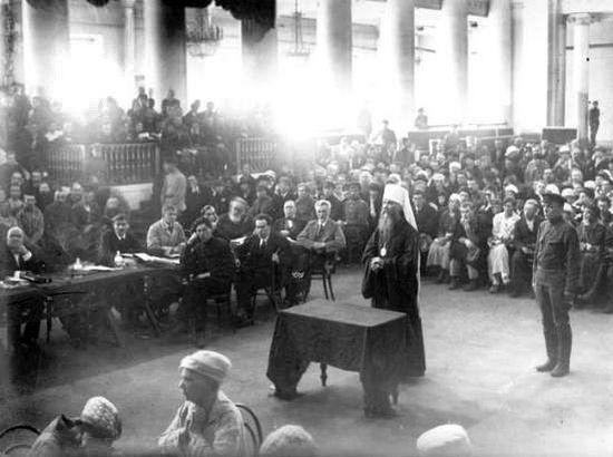 The trial of Metropolitan Benjamin