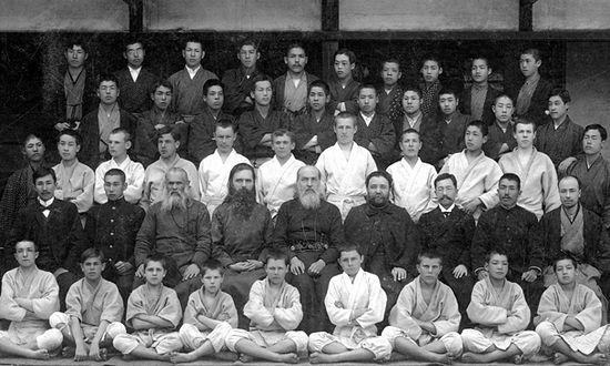 Воспитанники и преподаватели семинарии. В центре - святитель Николай