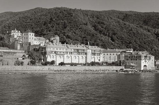 Монастырь Ксенофонт на Святой горе Афон. Фото Валерия Близнюка