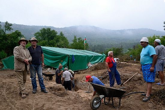 The 2015 summer excavations of the 13th century Bulgarian monastery discovered in 2014 in Tarnovgrad (today's Veliko Tarnovo) have started and progressed despite the rainy weather. Photo: Veliko Tarnovo Municipality
