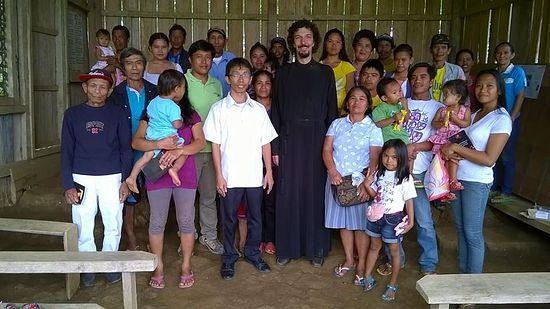 Максим Бардин с филиппинцами