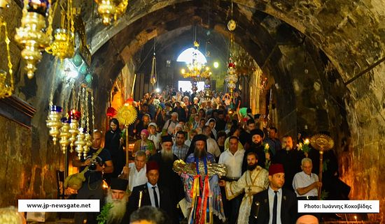 The procession arrives in Gethsemane