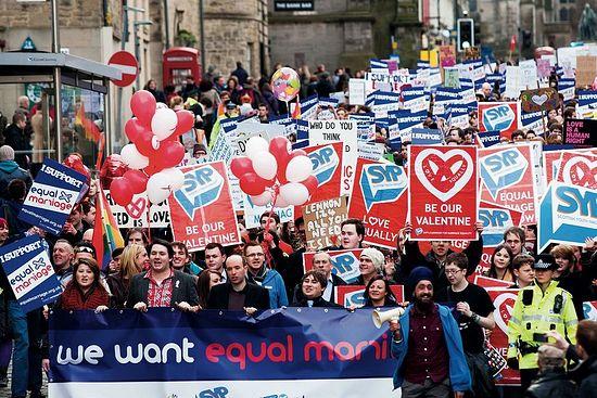 Демонстрация с требованиями разрешить «гей-браки» в Шотландии