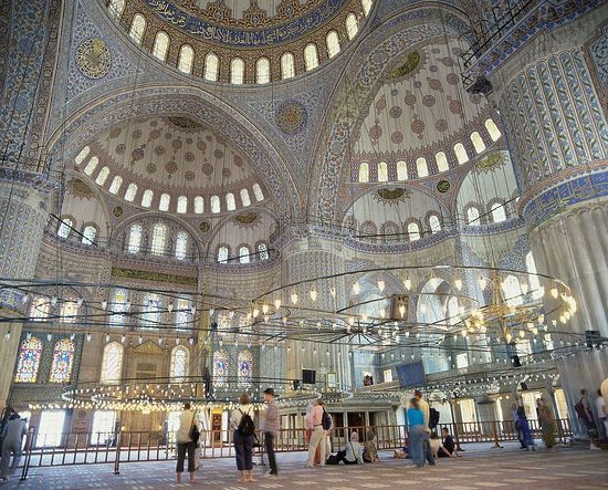 The Blue Mosque, Istanbul, showing how despite its many apsidal recesses all its interior surfaces are visible.