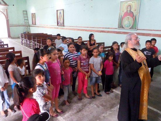 Fr. Antonio Perdomo prays with campers in San Estaban.