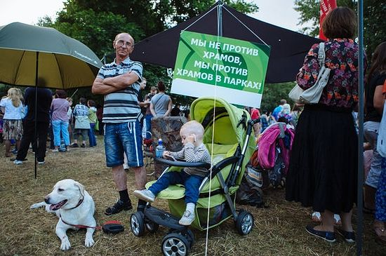 Протест против строительства храма в парке Торфянка