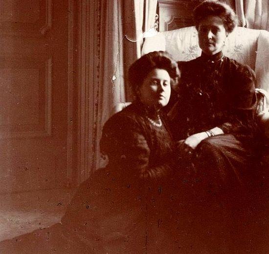 Anna Vyrubova with Tsaritsa Alexandra Fedorovna. 1910.