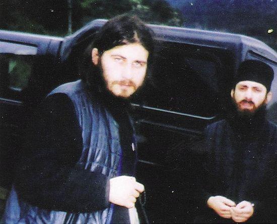 Отец Антоний (на переднем плане) по прибытии на Святую Гору Афон, вместе со своим приятелем иеродиаконом Иустином