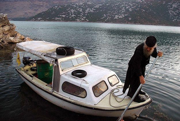 Монах на Скадарском озере. Фото: иером. Игнатий (Шестаков)
