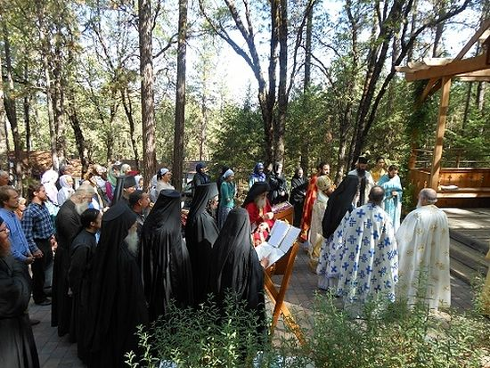 The Divine Liturgy at the grave of Fr. Seraphim