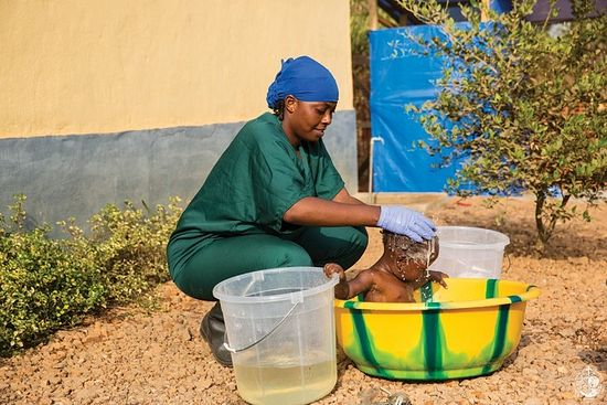 Infant cleaning by the Prevention of Ebola Service. CC-BY United Nations Photo