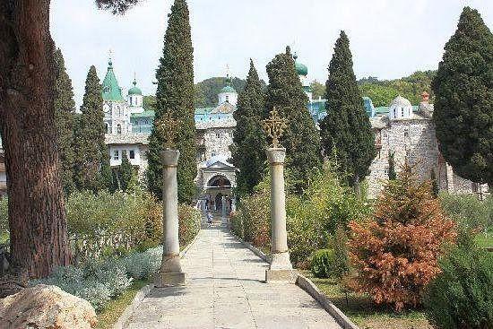 180. Дорога, ведущая из архондарика к Главной порте монастыря