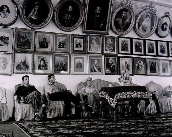 187. В Зале торжественных приемов «Царского архондарика» (1964 г.)