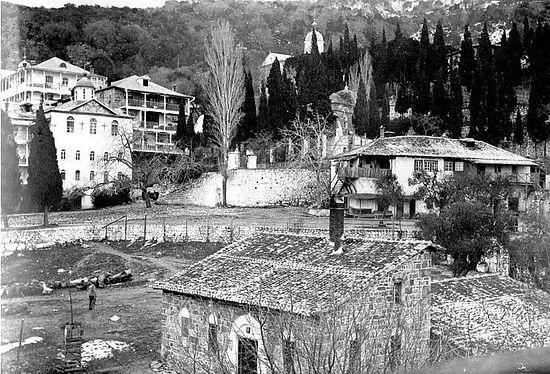 """189. Вид со стороны архондарика на монастырское кладбище (""""горка"""",""""костница""""). Предположительно, фотоснимок сделан около 1910 г. Автор фото неизвестен (См.: 3)"""