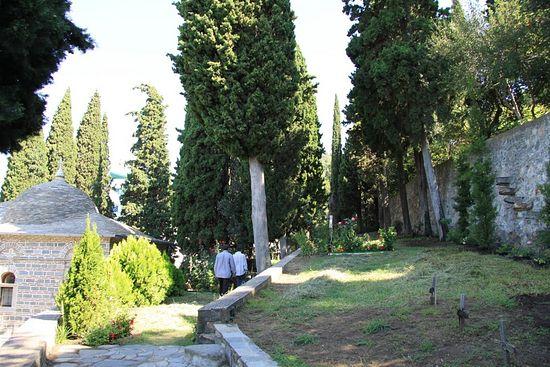 192. На кладбище