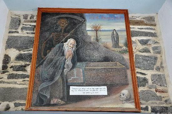 201. Фрагмент интерьера в кладбищенском храме
