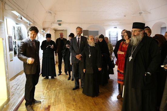 Алексей Беглов и первые посетители выставки
