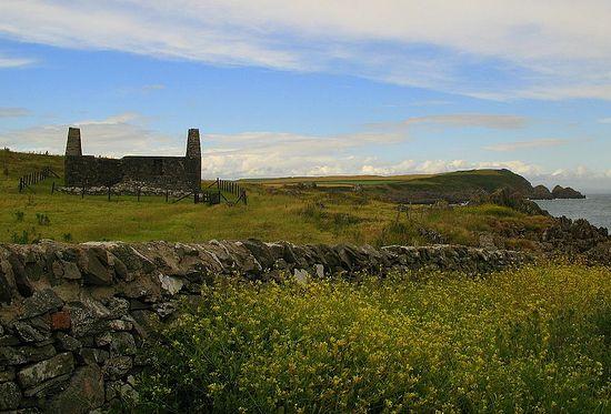 Руины часовни св. Ниниана на острове Уитхорн
