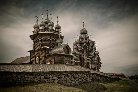 The Transfiguration Church, built in 1714 and located with the companion Church of the Intercession on its original site, is for many visitors the defining monument of Kizhi. Source:long-way.ru