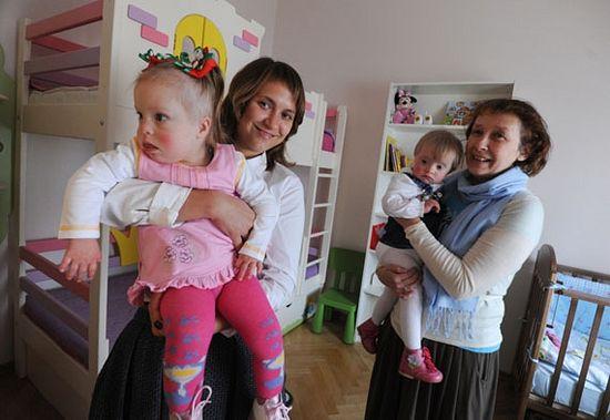Двум самым младшим девочкам по 2 годика. У них будет отдельная комната, в которой прямо с ними будет находиться воспитательница