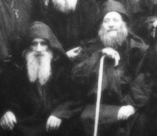 Блаженные старцы Арсений (слева) и Иосиф (справа) Пещерники и Исихасты. Фрагмент более крупной фотографии