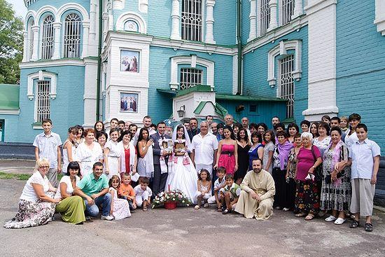 Ассирийская свадьба. Община г. Золотоноши после венчания возле Успенского собора