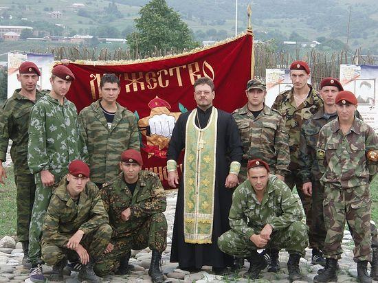 Протојереј Андреј Немикин са специјалцима (Шатој)