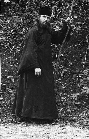 Иеромонах Вениамин в парке усадьбы Боратынских Мара. Фото 1900-х гг.