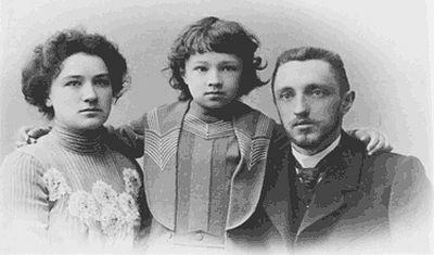 Иван Шмелев с семьей