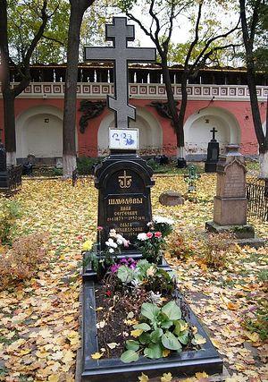 Могила И.С. и О.А. Шмелевых на кладбище Донского монастыря