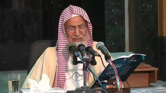 Самый известный из подписавших обращение - шейх Абдуллах б. Мухаммад аль-Гнейман