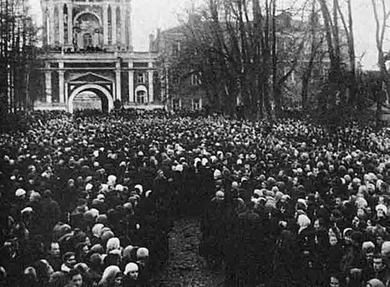 The funeral of Patriarch Tikhon