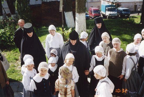Игумения Олимпиада с детьми
