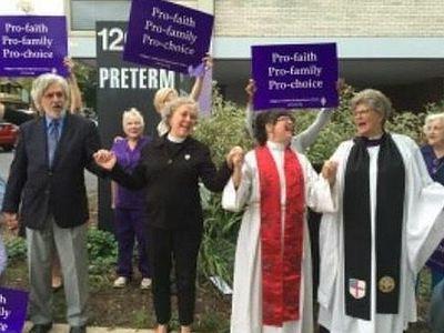 США: протестантские священнослужители «освятили» клинику абортов