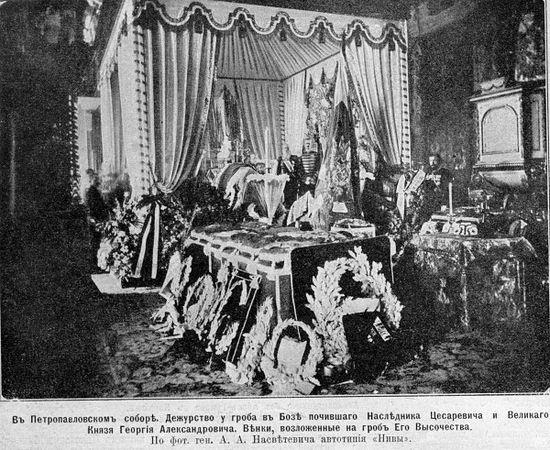 В Петропавловском соборе. Венки у гроба Великого князя Георгия Александровича