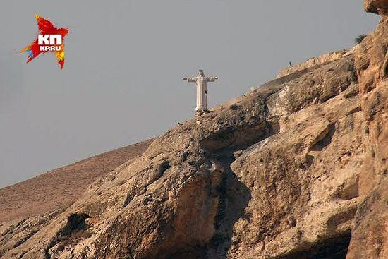 Снимак од пре две године, тада је статуа Христа још гледала град. Данас је уништена. Фото: Александар Коц, Дмитриј Стешин