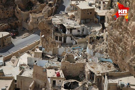 Исламисти-«опозиционари» су опљачкали цео град, не пропустивши ниједан храм, ниједну стамбену зграду. Фото: Александар Коц