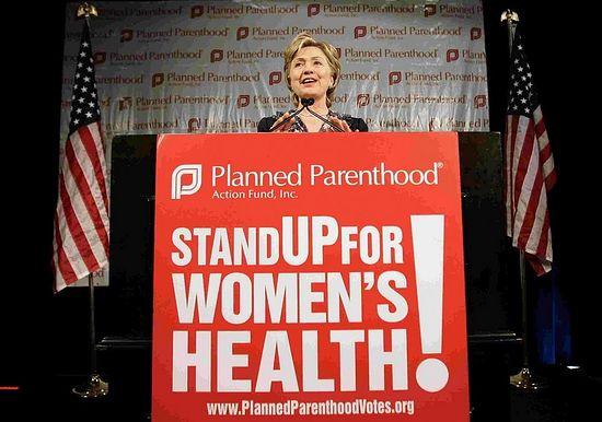 Хиллари Клинтон выступает в поддержку Федерации планирования семьи
