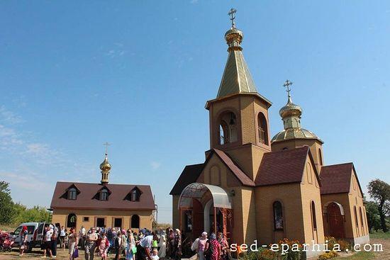 Храм святителей Василия Великого, Григория Богослова и Иоанна Златоустого. На территории сторожки этого храма был убит сторож