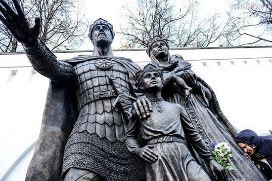 Памятник князю Дмитрию Донскому и его супруге Евдокии, г.Москва. Фото: «Вечерняя Москва», Наталья Феоктистова