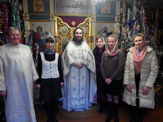 Священник Сергий Бегиян с прихожанами. Рождество Христово