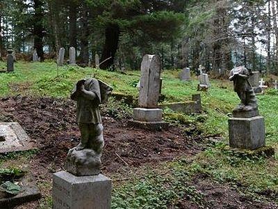 Третий акт вандализма совершен на русском православном кладбище на Аляске