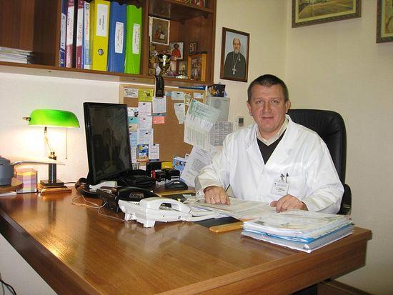 Евгений Лопатин в своем кабинете