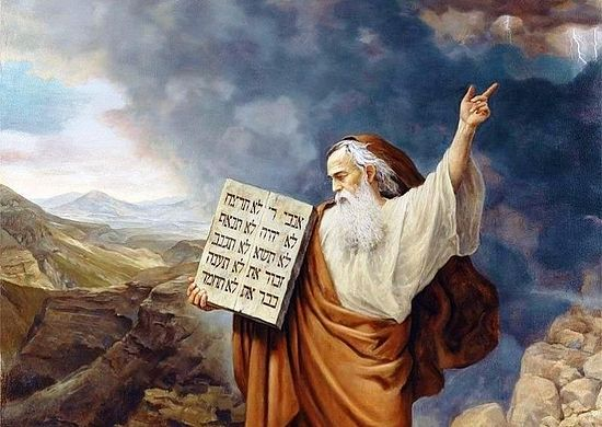Моисей с полученными от Бога Скрижалями Завета