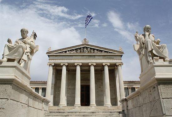 Статуи Платона и Сократа