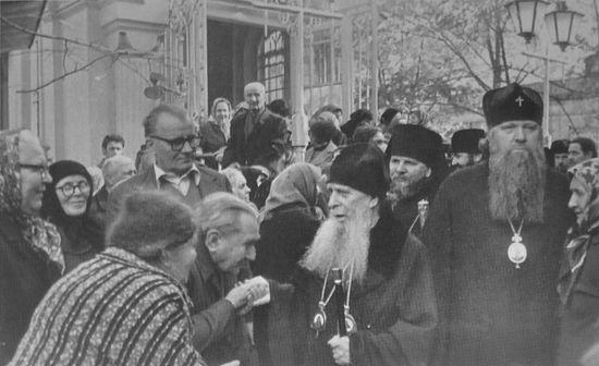 Митрополит Зиновије с ходочасницима
