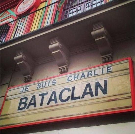 """Надпись над входом в клуб Батаклан - """"Я Шарли"""""""