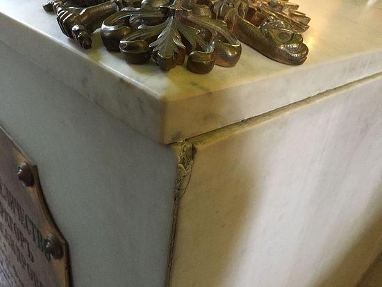 Мермерни надгробни споменик цара Александра III