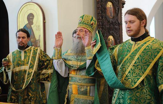 Архимандрит Иероним (Шурыгин) на Богослужении