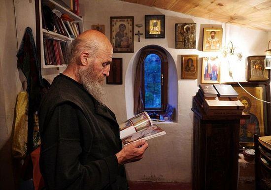 В монашеской келье